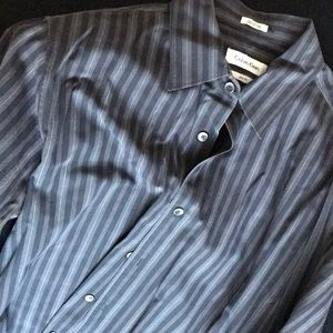 Calvin Klein Shirts - Calvin Klein slim fit size medium button down